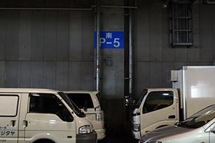 正門からお車6